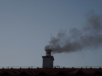 House_chimney_with_dark_smoke_pollution_-_This_photo_has_been_released_into_the_public_domain._There_are_no_copyrights_you_can_use_and_modify_this_photo_without_asking,_and_without_attribution